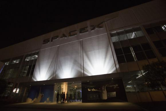 An exterior of the SpaceX headquarters in Hawthorne, California May 29, 2014. (Credit: Reuters/Mario Anzuoni)