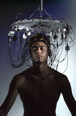 Brainwave electrodes for regenerative musical performance (Credit: BY-SA 3.0)