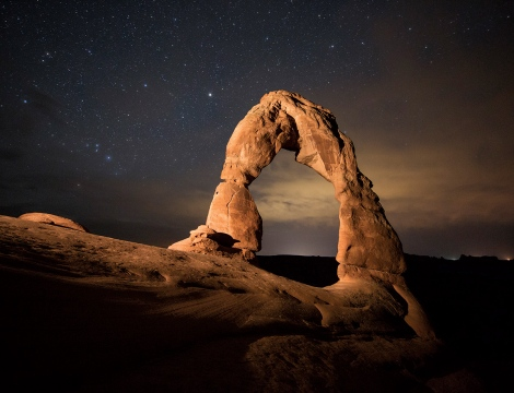 "Delicate Arch and many other gigantic arches in the US are made of the stuff. It is a ""locked sand"", whose angular grains can catch on each other.(Credit: Brad Goldpaint/Aurora Open/Corbis)"