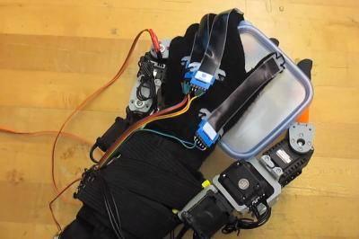 MIT's robot fingers get a grip. (Credit: Melanie Gonick/MIT)