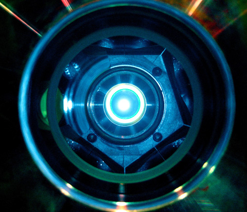 View of a thin-disc laser. Its geometry ensures more stable operation at higher powers than is possible with conventional solid-state lasers. (Credit: Thomas Metzger)