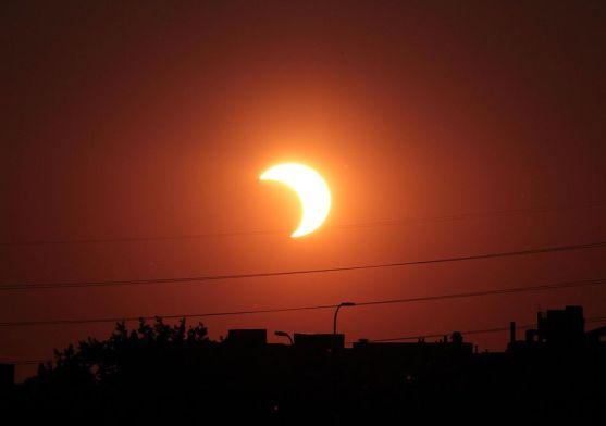 partial-solar-eclipse_84918_990x742