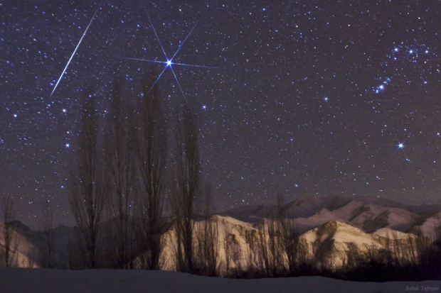 The annual Geminid meteor shower peaks on December 13/14 and as expected it displayed a fascinating show in 2009. (Credit:  Babak A. Tafreshi, TWANight)